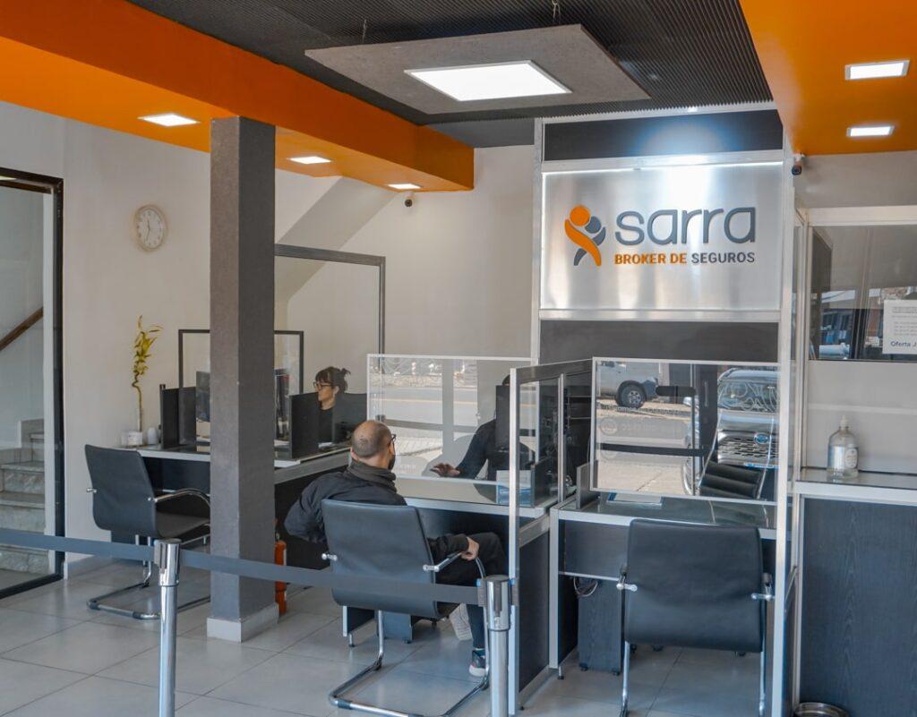 Imagen del interior de la oficina principal de vatención de Sarra y asociados ubicada en la ciudad de Santo Tomé, Santa Fe - Argentina